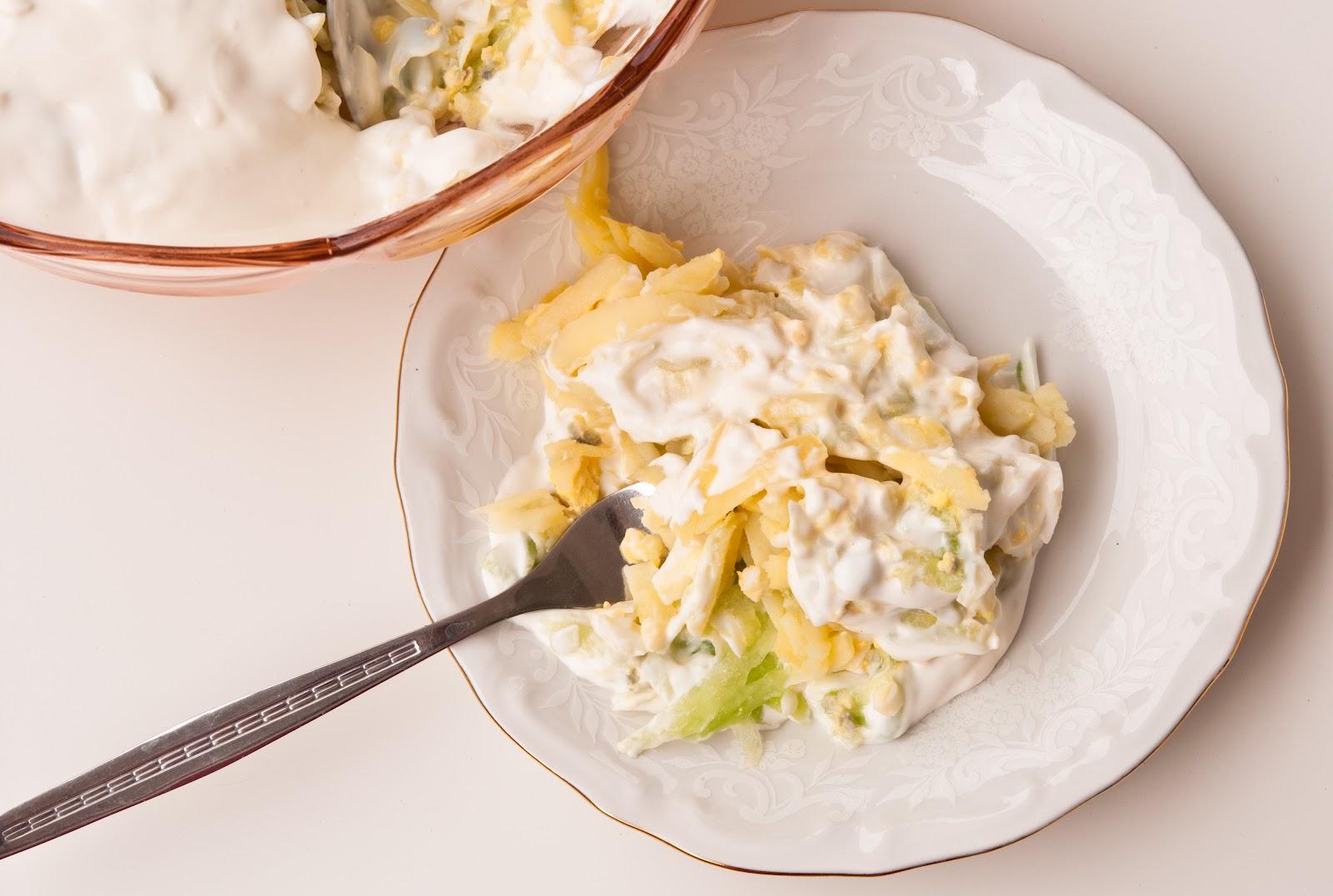 Картофена салата с краставица и яйца