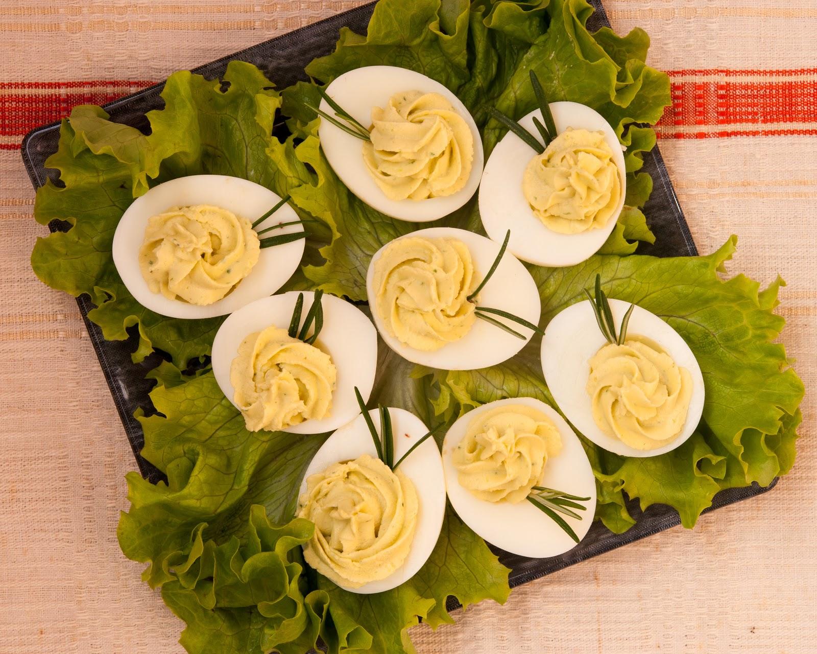 Пълнени яйца с крем сирене