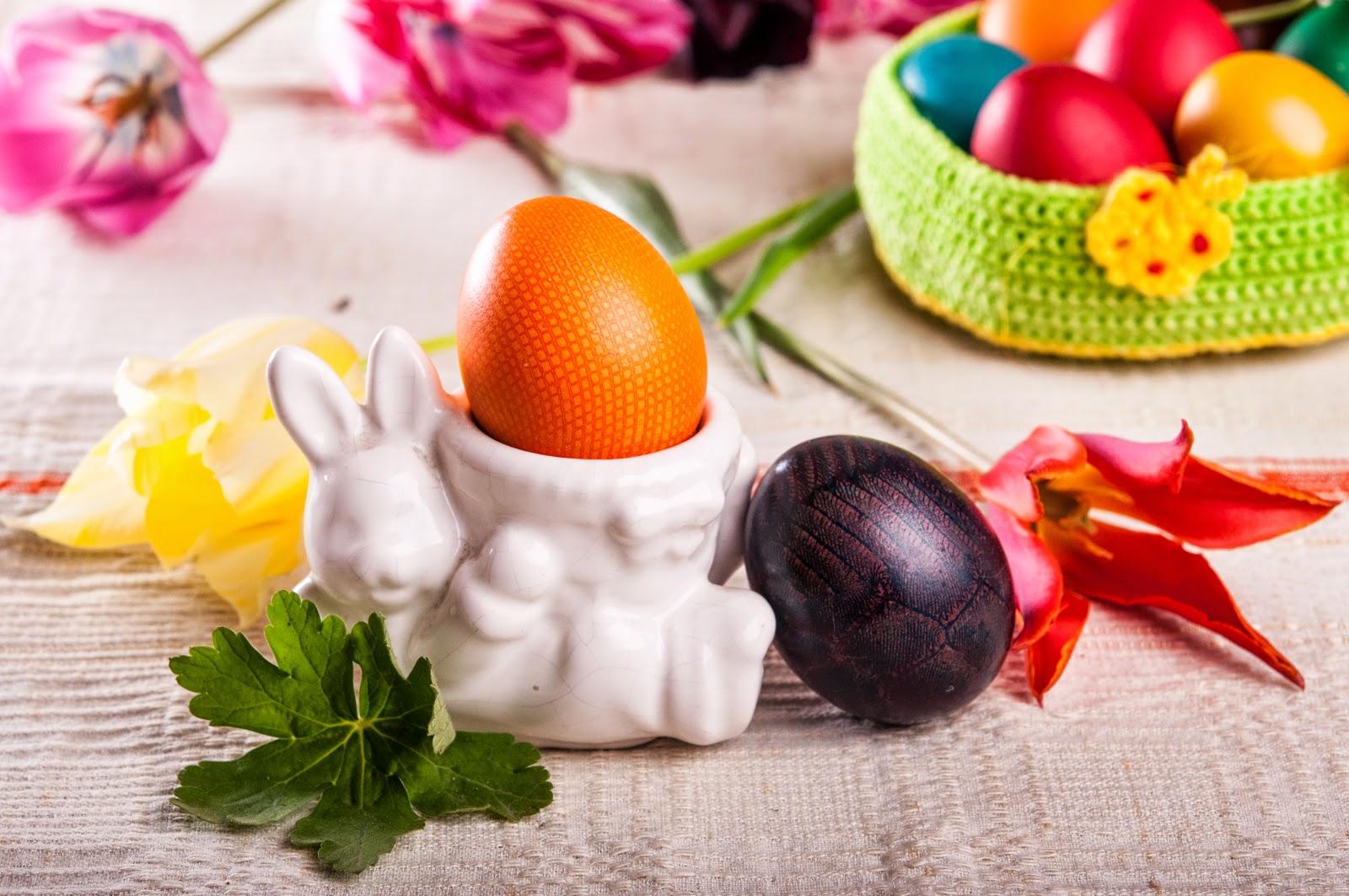 Великденски яйца украсеи с дантела