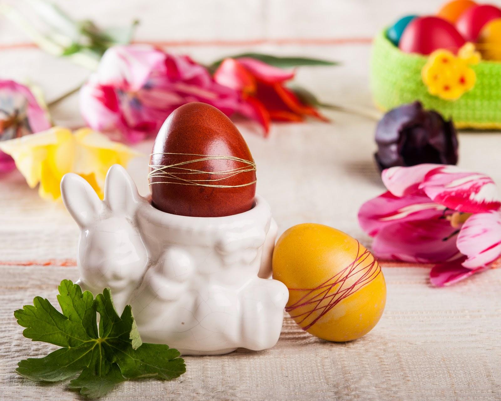 Великденски яйца украсени с конец